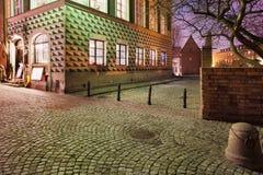 Gammal stad på natten i Warszawa Royaltyfri Foto
