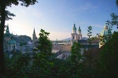 Gammal stad Salzburg, Österrike i sommar Royaltyfria Foton