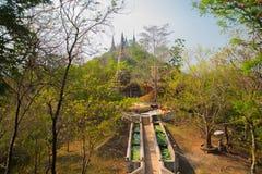 Gammal stad Udong Templen på berget cambodia arkivfoto