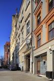 Gammal stadarkitektur och hyreshusar i Torun, Polen Royaltyfri Foto