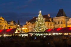 Gammal stadfyrkant i Prague på jul Royaltyfri Bild