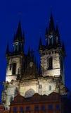 Gammal stadfyrkant i Prague, Tjeckien i natten arkivbild