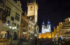 Gammal stadfyrkant på natten, Prague Arkivbild