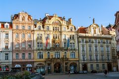 Gammal stadfyrkant på otta - Prague arkivbild