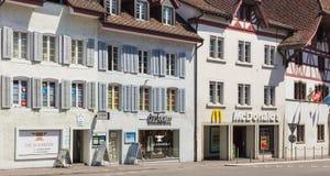 Gammal stadgata i Aarau, Schweiz Royaltyfria Bilder