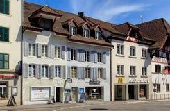 Gammal stadgata i Aarau, Schweiz Arkivfoton