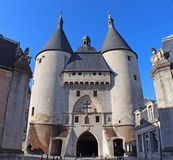 Gammal stadingångsport i Frankrike Royaltyfria Bilder
