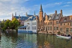 Gammal stadsplats i Bruges, Belgien arkivbild