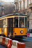 Gammal stadsspårvagn i Milan royaltyfria bilder