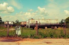 gammal station för gas Arkivfoton