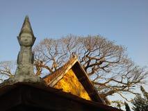Gammal staty i den gamla templet, Thaland Arkivfoton