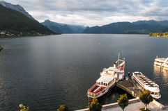 Gammal Steamboat på laken Traunsee nära Gmunden Royaltyfria Bilder