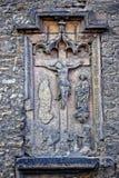 Gammal sten, delvist förstörd religiös bild Arkivbilder