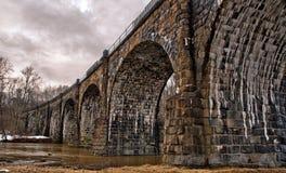 gammal sten för bro fotografering för bildbyråer