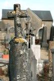 gammal sten för churchyardkors royaltyfria bilder