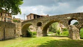 Gammal stenbro över floden i Vic Royaltyfria Bilder