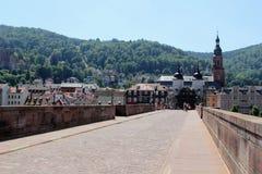 Gammal stenbro i Heidelberg, Tyskland royaltyfria foton