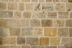 Gammal stenvägg av en forntida byggnad Arkivfoto