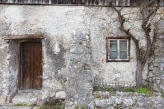 Gammal stenvägg av Hallstatt Royaltyfri Fotografi