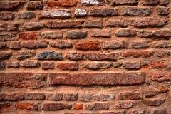 gammal stenvägg för tegelstenar Arkivbild