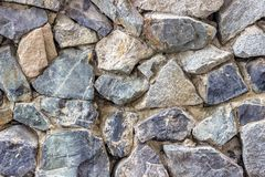 Gammal stenvägg som bakgrund eller textur royaltyfri fotografi