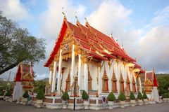 Gammal stil av den thailändska buddistiska templet av Thailand Royaltyfria Bilder