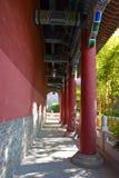 gammal stil för kinesisk korridor långt Royaltyfri Bild