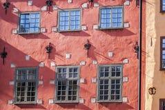 Gammal Stockholm röd husvägg Arkivfoto