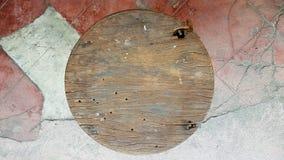 Gammal stol på gammalt golv Arkivbilder