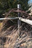 gammal stolpe för staket Arkivbilder