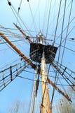 Gammal stor riggning och mast för seglingskepp Royaltyfri Bild