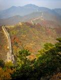Gammal stor vägg av Kina på Autumn Season Royaltyfria Bilder