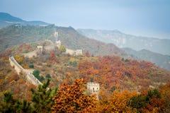 Gammal stor vägg av Kina på Autumn Season Arkivfoton