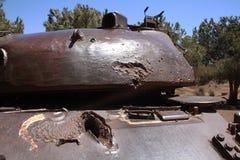 Gammal stridbehållare med kulhålet Royaltyfri Fotografi