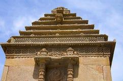Gammal struktur på ingången av Adalaj Ni Vav Stepwell eller Rudabai Stepwell I 1498 av Rana Veer Singh intricately byggs bilen fotografering för bildbyråer