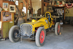 Gammal Studebaker racerbil Arkivfoto