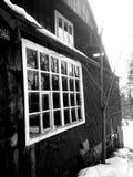 Gammal stuga på snö Fotografering för Bildbyråer