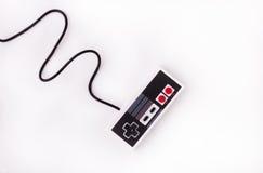 Gammal styrspak på en vit bakgrund Videospelkonsol GamePad på en vit bakgrund Top beskådar Royaltyfri Fotografi