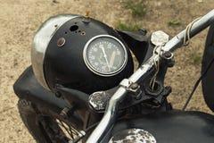 Gammal svart motorcykel arkivfoto
