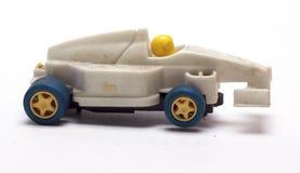 Gammal tävlings- bil för barn` s på en vit bakgrund Fotografering för Bildbyråer
