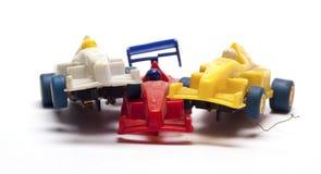 Gammal tävlings- bil för barn` s på en vit bakgrund Arkivfoto