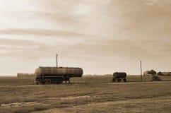 Gammal tankfartygsläp Arkivbild
