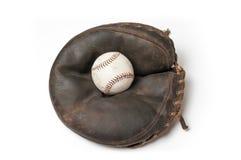 Gammal tappningbaseballkarda med en boll Arkivfoton