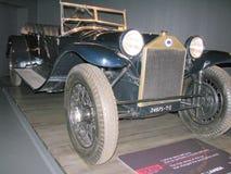 Gammal tappningbil som ställs ut på det nationella museet av bilar Royaltyfri Bild