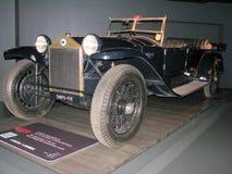 Gammal tappningbil som ställs ut på det nationella museet av bilar Royaltyfri Fotografi