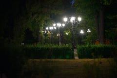 Gammal tappninglampa i mörkret Royaltyfri Foto