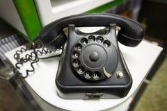 Gammal tappningtelefon med nummer för roterande visartavla Royaltyfri Fotografi