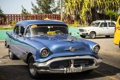 Gammal taxi, Kuba Royaltyfria Foton