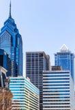 Gammal teater och moderna skyskrapor i Philadelphia Fotografering för Bildbyråer
