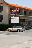 gammal teckenstil för billigt motell fotografering för bildbyråer